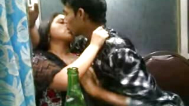 Maman aux chochos corridas gros seins enseigne le sexe anal a 1 jeune blonde