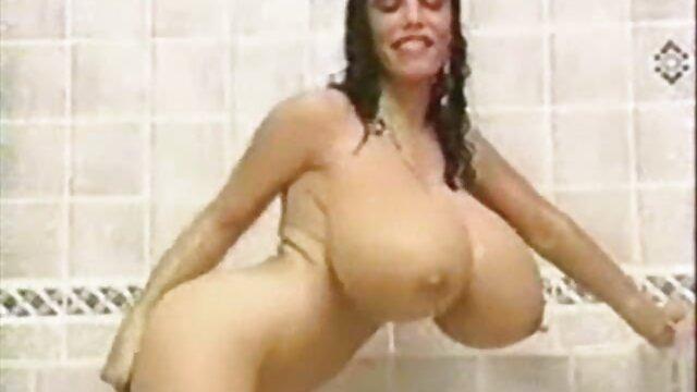 Caliente mamá tetona Lynn videos gratis de coños peludos LeMay lamiendo coño adolescente