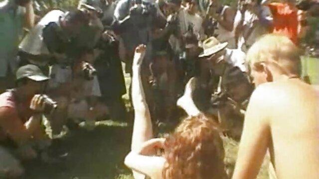 Maravillosa novia compartida para penetración anal profunda de su coños peludos de jovencitas gran trasero