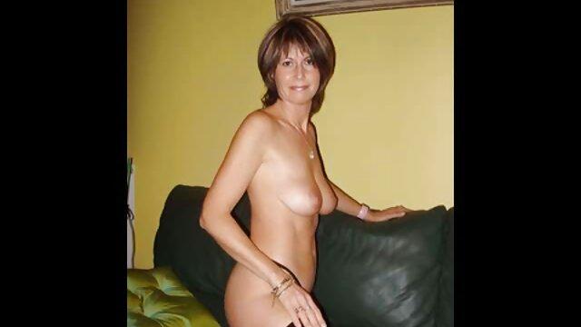 Asstraffic Tina Hot coños de viejas peludos disfruta de un trío anal