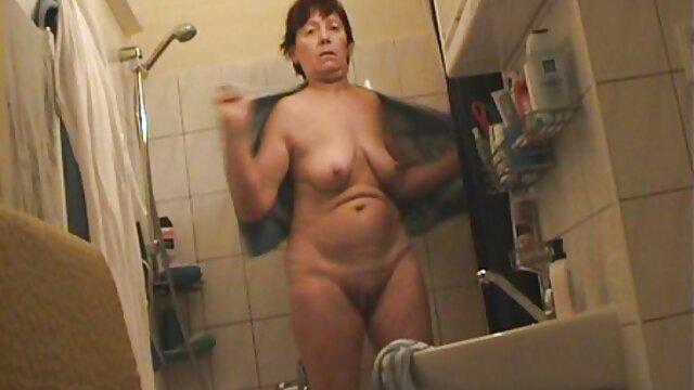 Madura puta mamá digitación su hambriento videos de coños peludos follando gratis coño