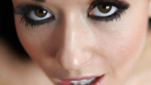 Bbvideocom bi milfs folla en cuarteto coños jovenes depilados