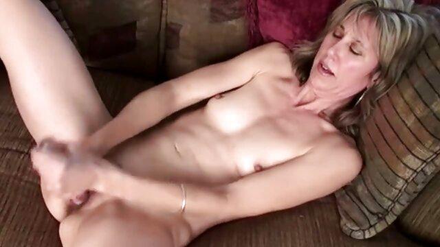 Adolescente mormona se masturba chupada de cono
