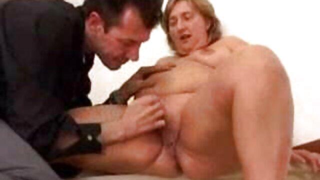 Nena sexy llega tarde al trabajo por tias coños peludos follar a su novio afuera (POV)